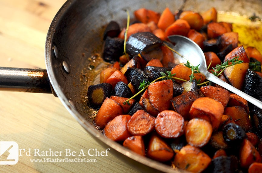 A delicious recipe for your next dinner party: butter braised carrots with thyme. Delicious and simple!